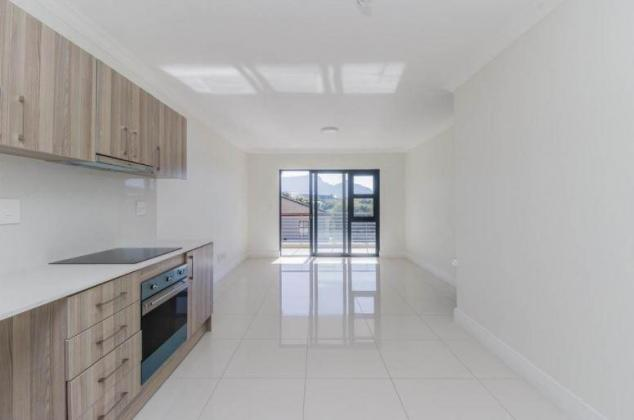 SAFE 2-BEDS/ 2- BATHS 1ST FLOOR APARTMENT WITH MOUNTAIN VIEWS in Southern Suburbs, Western Cape
