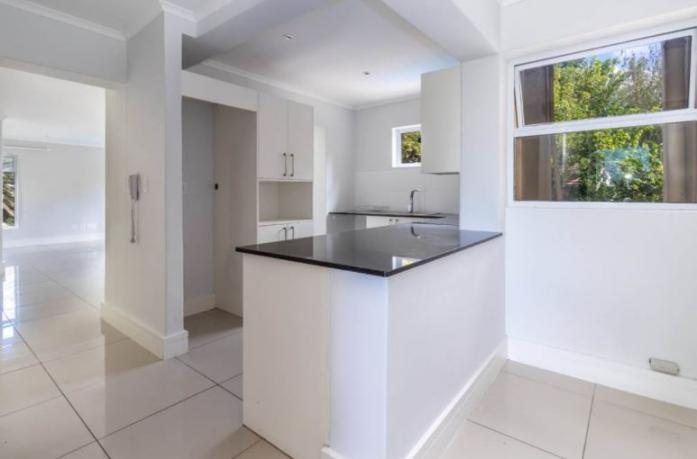 IDEAL SECOND STOREY 2 BEDS/2 BATHS APARTMENT IN ROBYNDALE