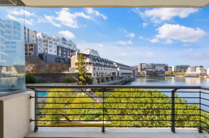 Stylish 2 Beds, 2 baths unfurnished flat in Tyger Valley