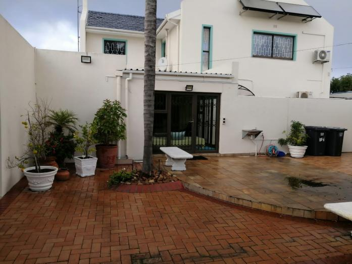 Beautiful House up for Grabs in Cape Town, Western Cape